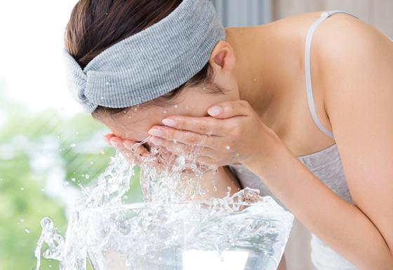 洗臉的示意圖