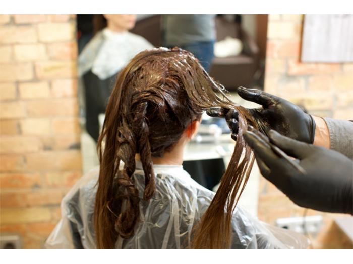 過度染髮而造成的女性掉髮