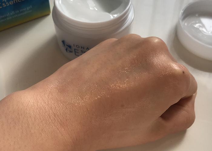 使用IONA伊歐娜保濕凝露後的手