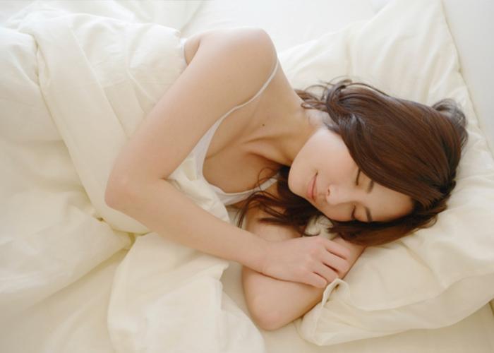 充足的睡眠來防止臉很癢